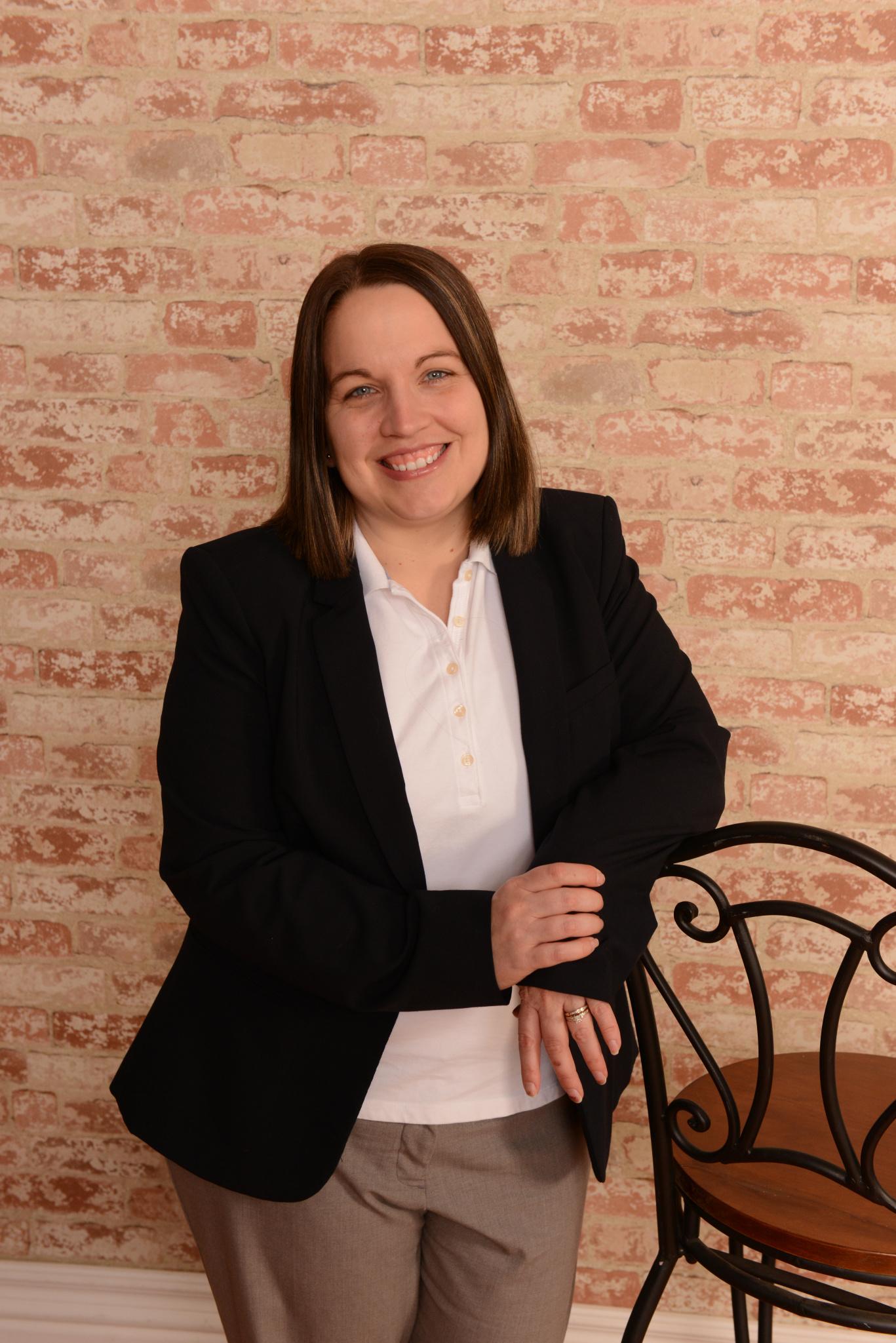 Headshot of Realtor Elisa Jones